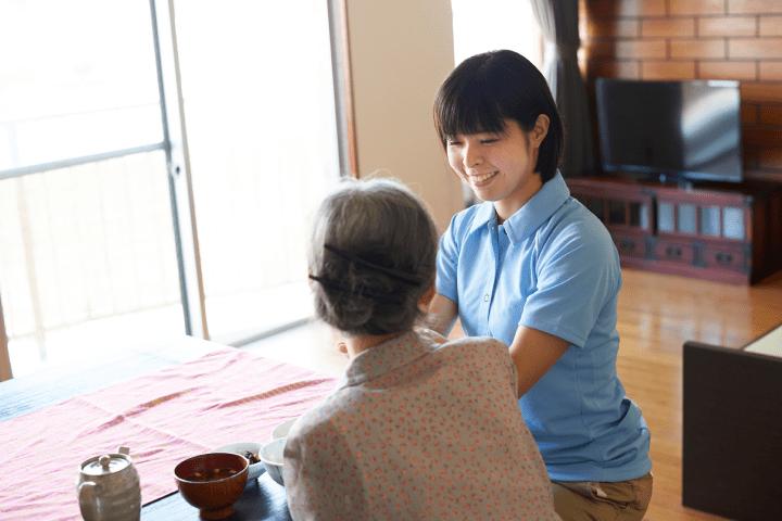老人ホームでの暮らしを支援。移動がないから車の免許がなくても問題なし!/ご利用者の日常生活をサポート。多様なニーズに応える地域に密着した事業所です
